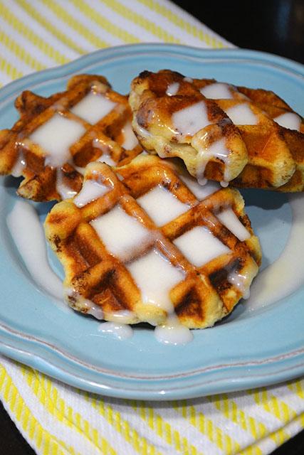 Cinnamon Roll Waffles_04