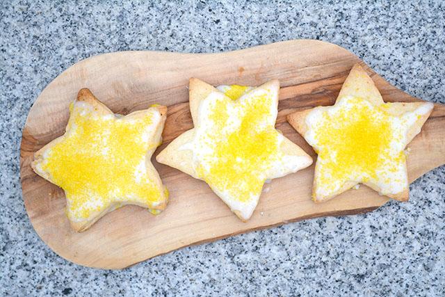 crisp-lemony-star-cookies-krusteaz-1