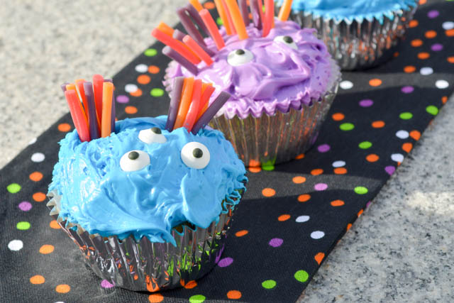 Halloween Monster Cupcakes-3