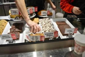 Fuddruckers Burger Review-05