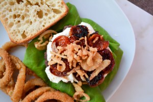 Mega Burger with Goat Cheese and Slow Roasted Tomatoes_04