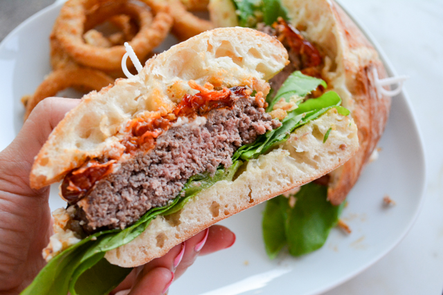 Mega Burger with Goat Cheese and Slow Roasted Tomatoes_05