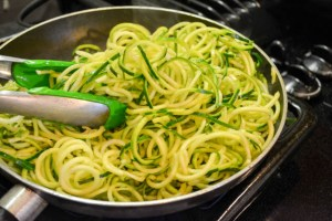 Quick Meat Sauce with Zucchini Noodles-11