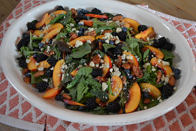 Nectarine and Berry Topped Salad with Pecans and Gorgonzola_03