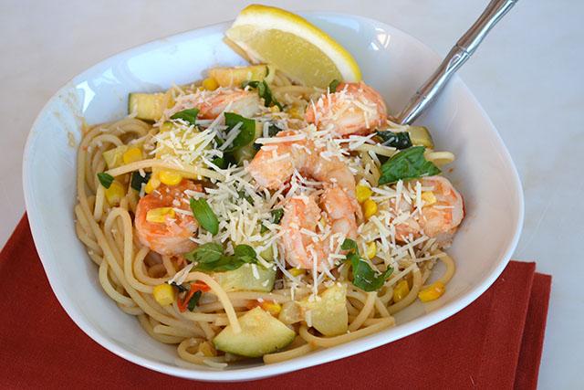 pasta-with-shrimp-corn-tomatoes-and-zucchini_03