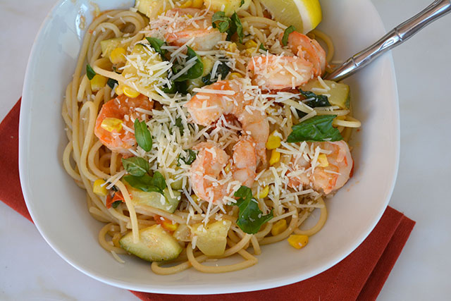 pasta-with-shrimp-corn-tomatoes-and-zucchini_04