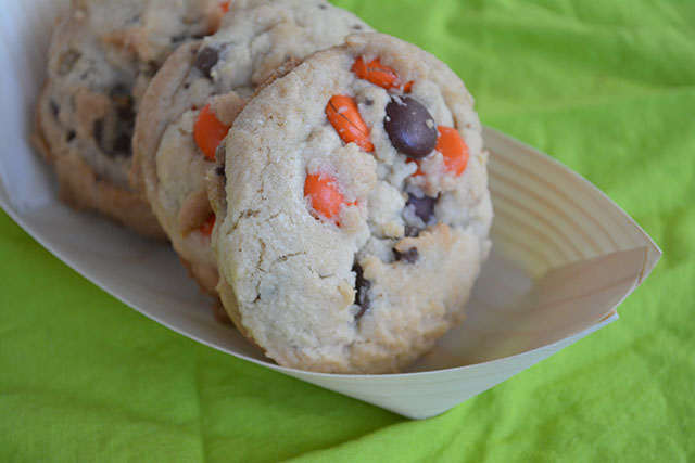 reeses-pieces-chocolate-chip-cookies_01