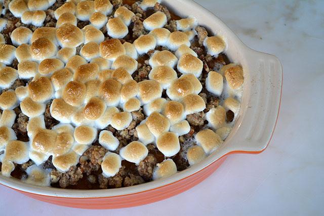 sweet-potato-casserole-marshmallow-pecan-crunch-topping_01
