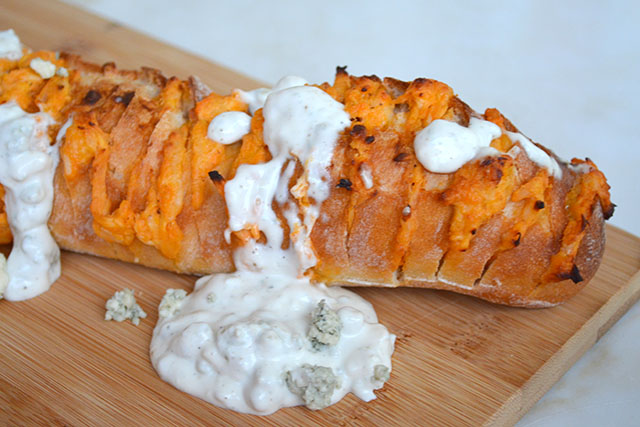 cheesy-buffalo-chicken-stuffed-bread_03