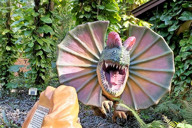 roaring dinosaur at dinosaur world