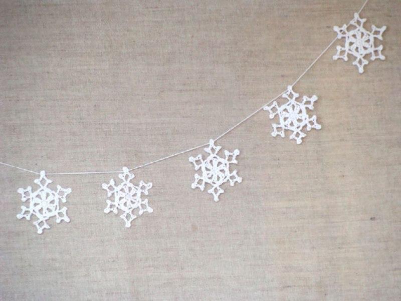 """copos de nieve de ganchillo, visto en """"I am a Mess Blog"""""""