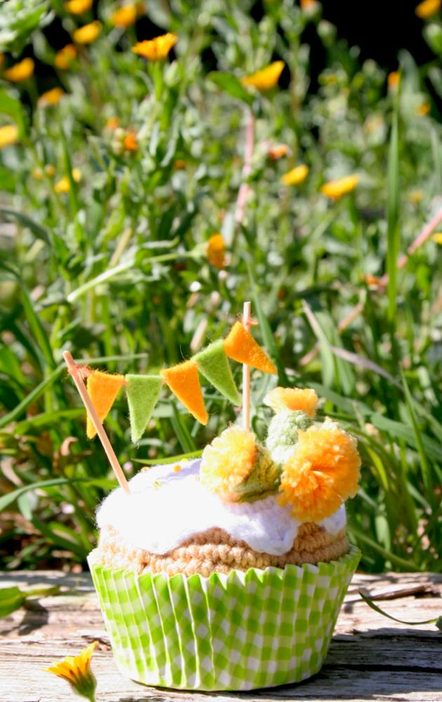 "Dandelion crochet cupcake by ""I am a mess"""