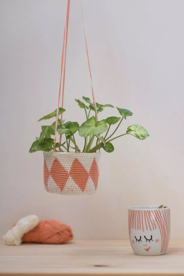 macetero colgante con tapestry crochet, visto en IamaMess blog