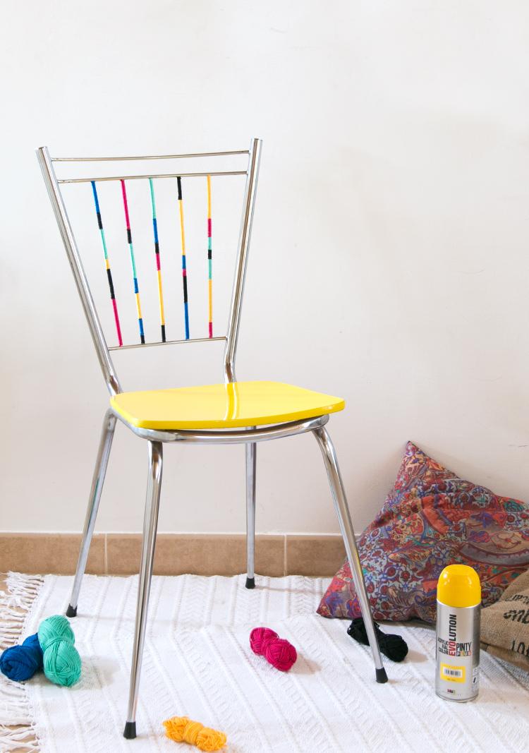 silla amarilla con spray