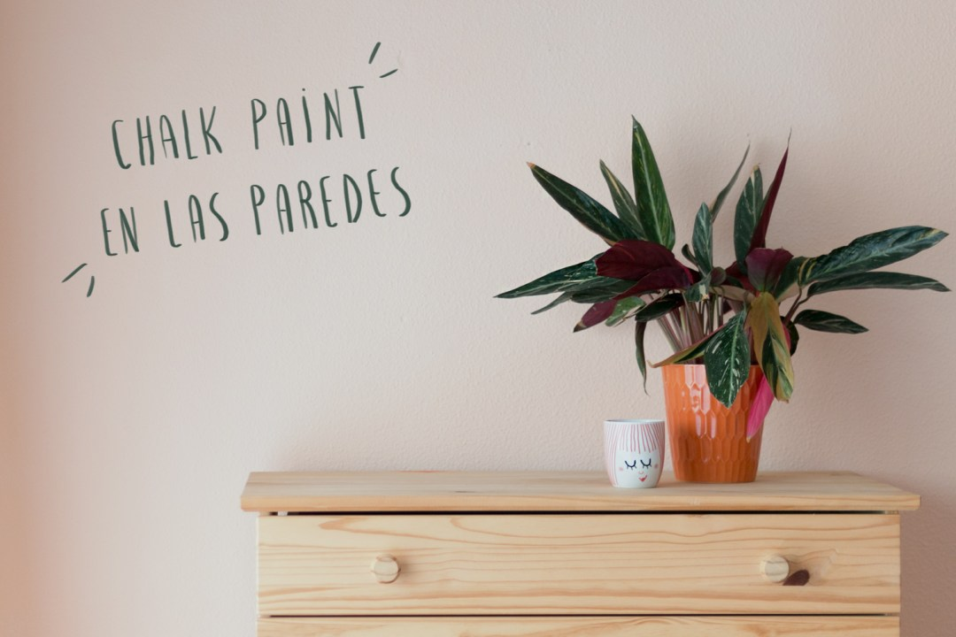 "Cómo usar chalk paint en las paredes, visto en ""I am a Mess Blog"""