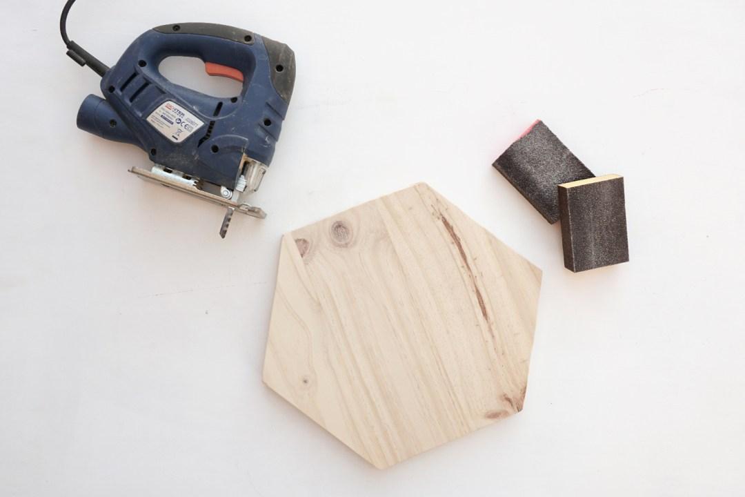 """Paso 2, para taburete de Ikea renovado, visto en """"I am a Mess Blog"""""""