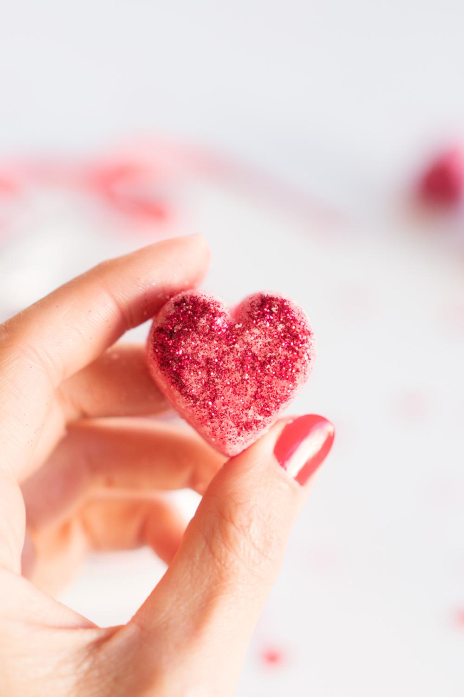 """Bombas de baño DIY, especial San Valentín. Visto en """"I am a Mess Blog"""""""