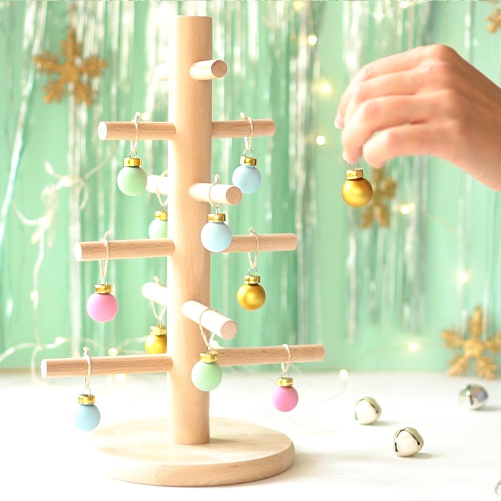 Pasos árbol de navidad de madera, visto en