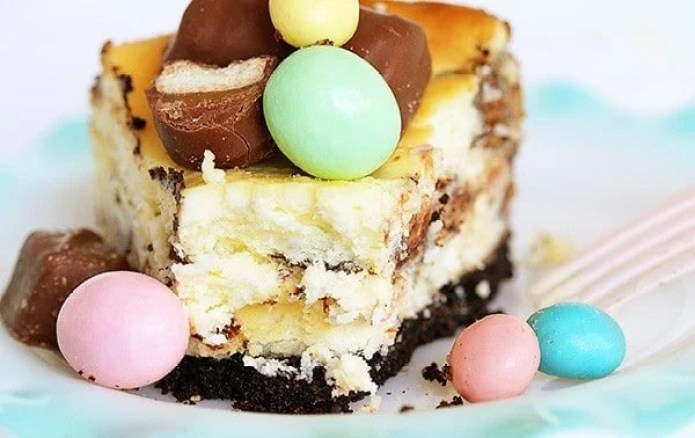 "Easter ""Dump"" Cheesecake #cheesecake #candybarcheesecake #eastercandyideas"