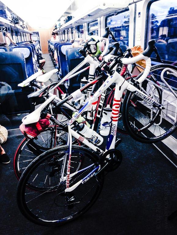 Mein Rennrad im Eurocity auf dem Weg zu den Cyclassics