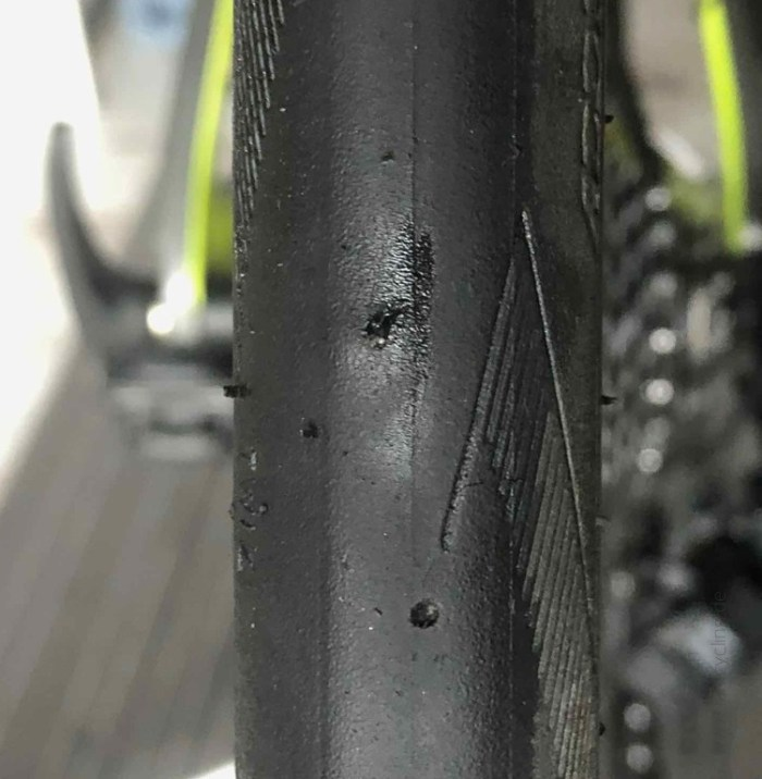 No more tubeless - hole in the tire - iamcycling