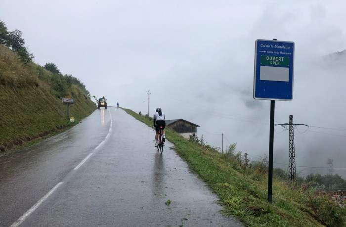 iamcycling-Savoyer-Alpen-Regen auf dem Weg zum Col de la Madeleine