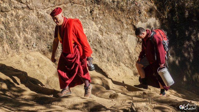 trekking-monks