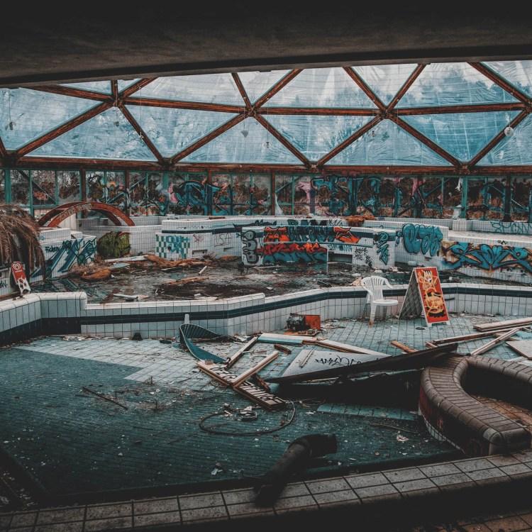 #iamlost verlassene orte schwimmbad basso