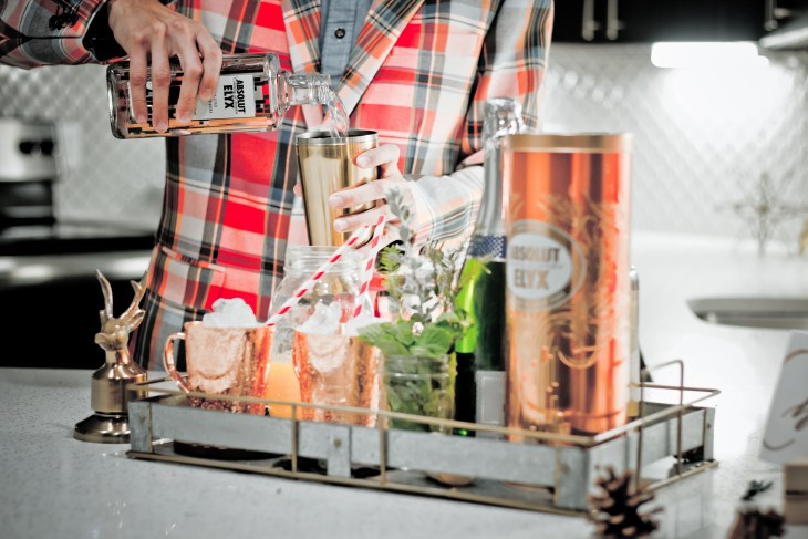 This Absolut Elyx Cocktail Will Help You Get Through the Holidays