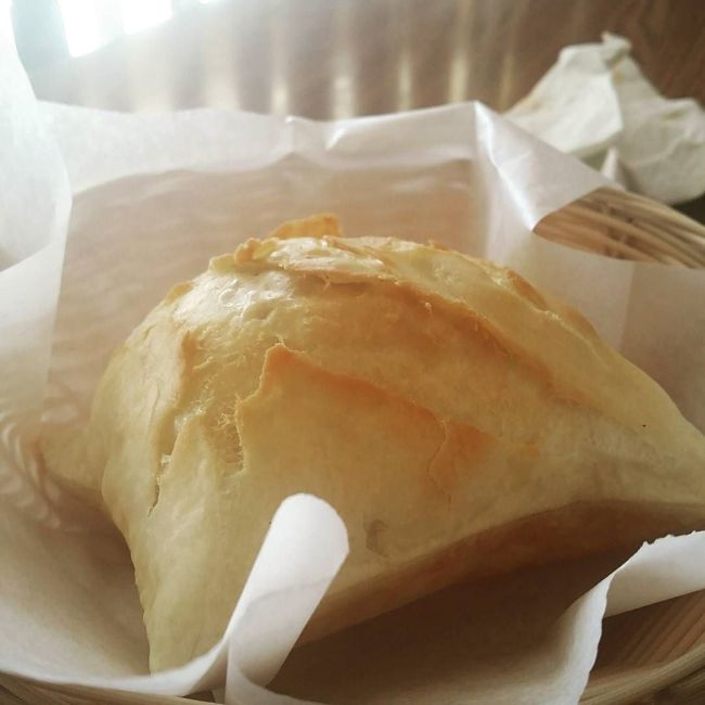 A nicely made New Mexico sopapilla / Photo by Instagram user @shakirabelike