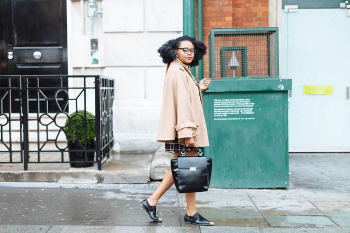 London Fashion Week Day 1 Outfit, Black girl walking, fashion blogger, street style