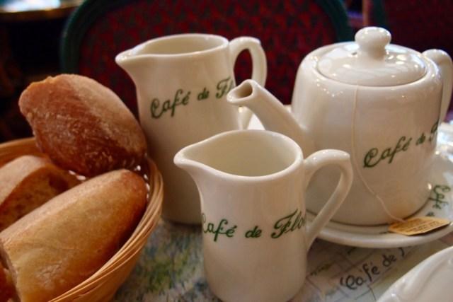 Paris Alone - Café de Flore - http://iamsherrelle.com