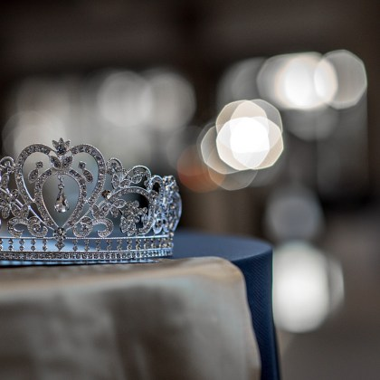 I guessed correctly and the girl from Ohio, Halle Berry, was crowned the winner. She was the reigning teen beauty queen. #beauty #pageant #story
