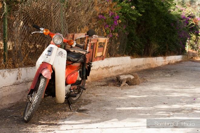 atenas callejeando moto
