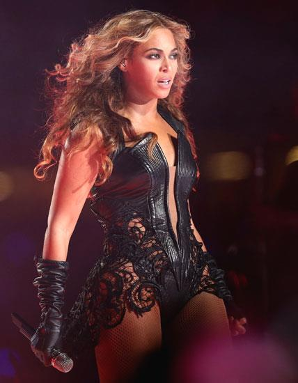 Beyonce's awesome live performance on stage @ Super Bowl XLVII