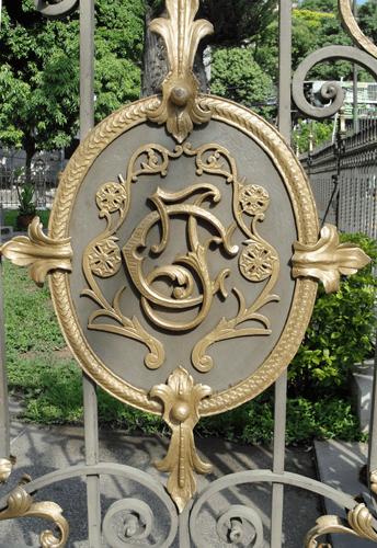 Detalle del monograma del General Joaquín Crespo. Foto: Eduardo Tovar Zamora.
