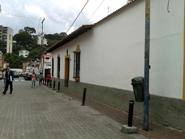 Casa Parroquial desde el Bulevar Córdoba, Baruta. Foto: Alejandra Suárez.