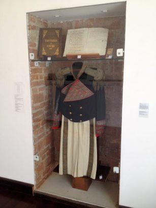 20-uniforme-de-antonio-guzman-blanco-y-tratado-de-coche