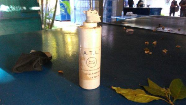 Algunas de las bombas lanzadas fueron recolectadas por los estudiantes. Efecto Cocuyo