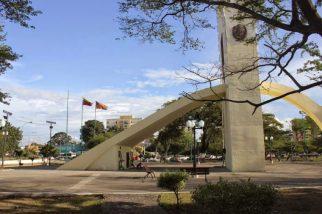 La base del obelisco, poco antes de ser restaurado. Foto Prensa Alcaldía Iribarren.