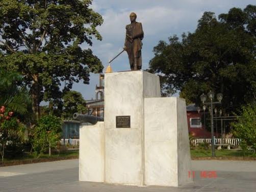 plaza-bolivar-de-san-fernando-de-atabapo