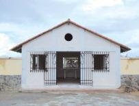 Fachada y entrada del cementerio de Tucacas, circa 2007. Foto IPC.