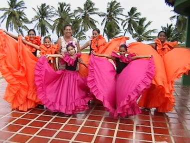 Danzas Tucacas, al cumplir 27 años de fundada.