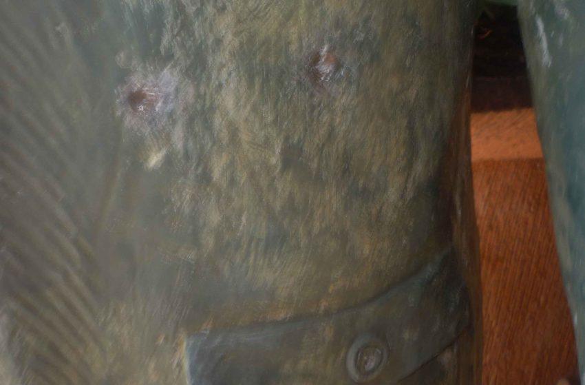 Dos impactos de bala en la estatua pedestre de Arvelo Torrealba, año 2011. Foto Marinela Araque.