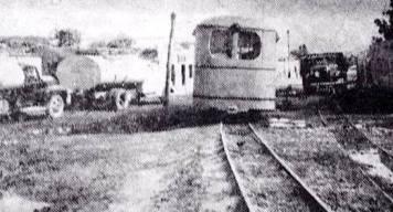Locomotora a su paso por Patepalo, en Barquisimeto. Foto digitalización Omar Garmendia / FB Gran Ferrocarril Venezuela.