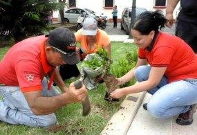 Mantenimiento municipal de las áreas verdes, en 2015. Foto alcaldía de Tinaco.