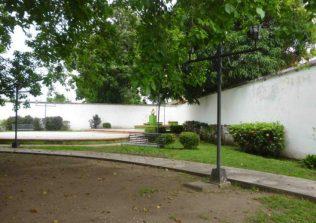 Ausencia de grama en el área derecha. Foto Marinela Araque, mayo 2017.