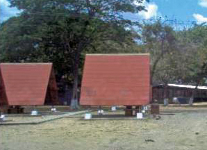 El centro turístico cuenta con varios toldos para el esparcimiento abierto a lo natural. Foto IPC.