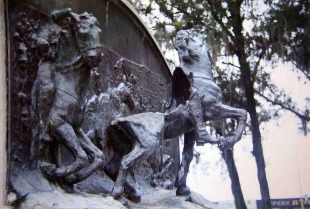 Destrucción del relieve del monumento a Vicente Campo Elías, 2003. Foto José Ignacio Vielma