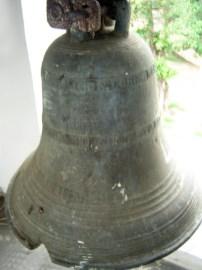La famosa campana que fue perforada en los avatares de la Guerra Federal . Foto Marinela Araque, 2010.
